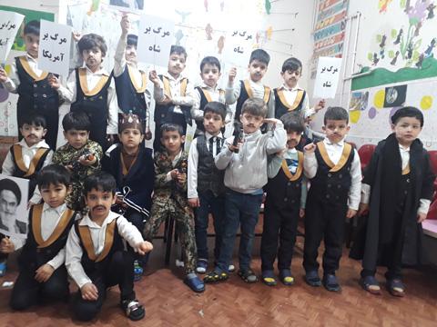 اجرای نمایش دهه فجر در کلاس خانم باقری فر